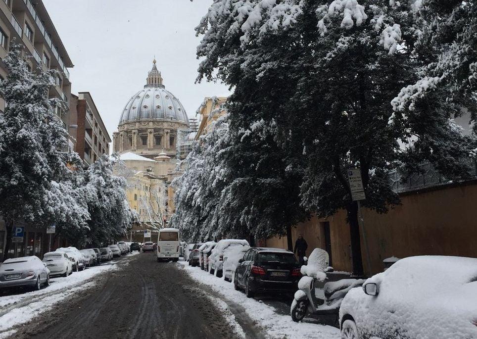 Cadono i primi fiocchi di neve a Napoli e in provincia