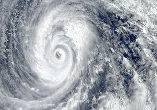 Super Tufão Surigae estabelece recorde ao passar perto das Filipinas