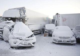 Tempestade de neve causa engarrafamento fatal no Japão