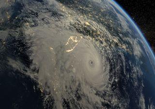 Tempestade tropical ganha força e transforma-se no Furacão Sam
