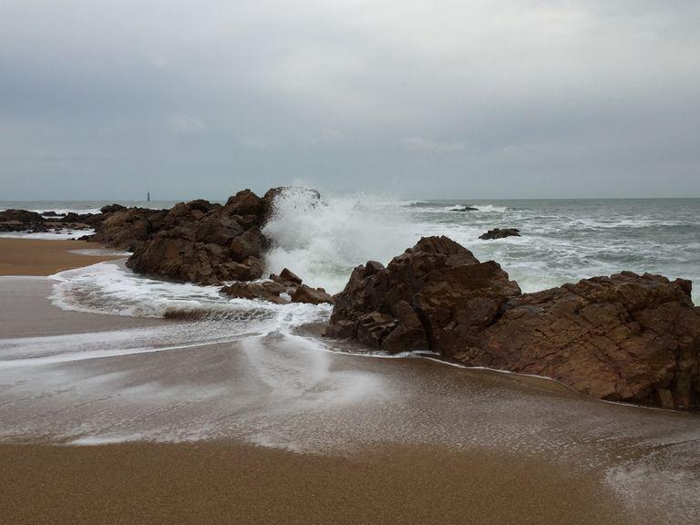 La dépression Barbara va générer des fortes pluies sur les Cévennes et des vents tempétueux dans le sud et l'ouest du pays.