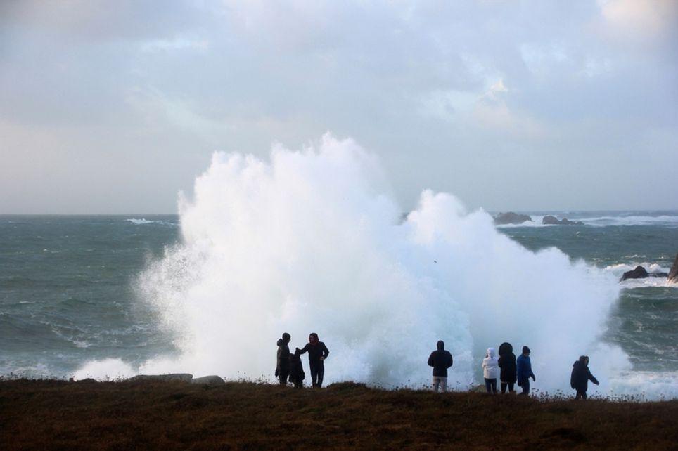 Le début de semaine a été agité en Bretagne entre les fortes pluies, les vents violents et les grosses vagues, notamment dans le Finistère.
