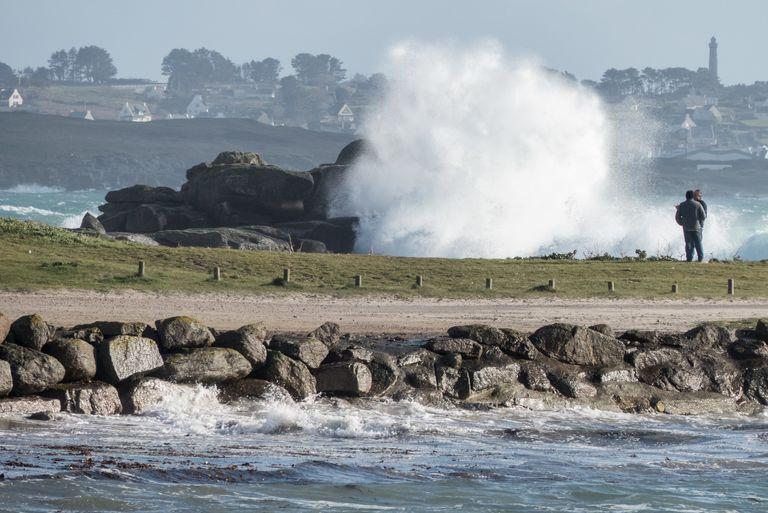 Les côtes de Bretagne et du Cotentin seront à nouveau balayées par de fortes vagues et surtout de violentes rafales de vent.