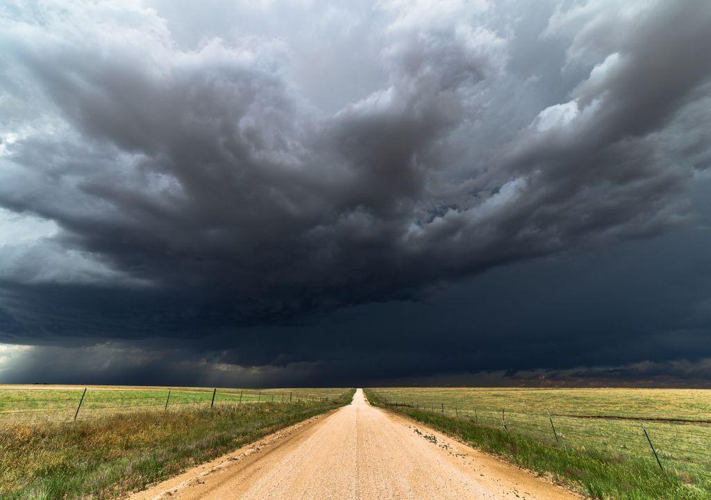 trovoada; tempestade de primavera;