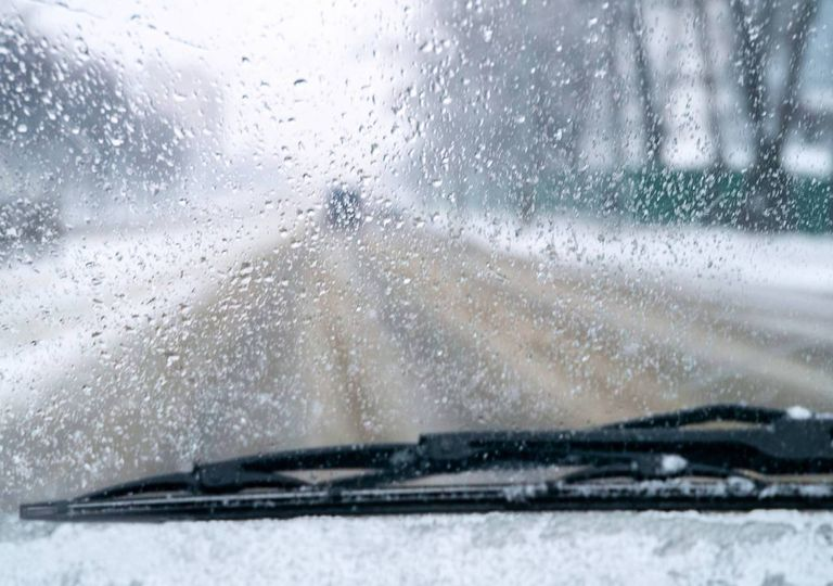Carro neve e chuva
