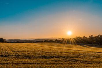 ¿Por qué el sol calienta más cuando está más alto?