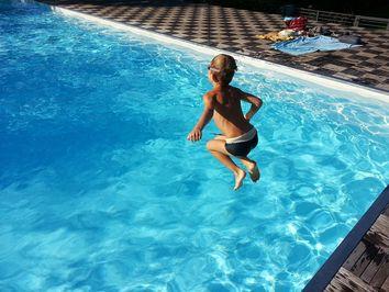 ¿Cuándo deberían abrirse las piscinas municipales?