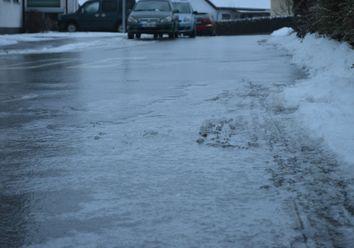 Der Winter schlägt zu: Frost und glatte Straßen!