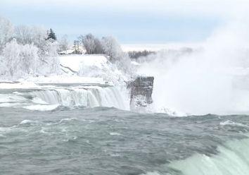 Eingefroren: An den Niagarafällen herrscht Eiszeit!