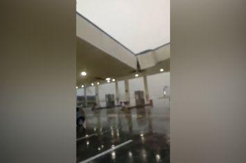 Forte tempestade derruba telhado de posto na Argentina