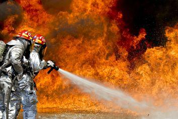 Incendies en Californie : les vents violents attisent les flammes