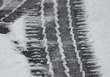 Kälte und Schnee in Sicht: Höchste Zeit für Winterreifen!