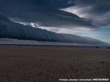 Las nubes 'pasan el rodillo' por Varsovia... y Gandia