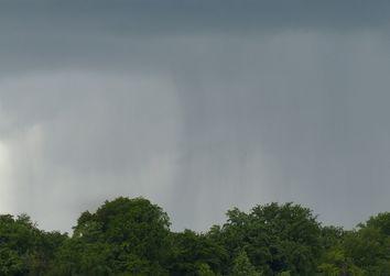 Maltempo, forti temporali e trombe d'aria flagellano il Sud