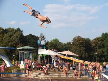 30 Grad: Hitze nach den Ostertagen lockt ins Freibad!