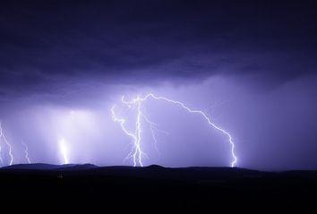 Previsioni meteo, giornata di temporali e temperature in aumento