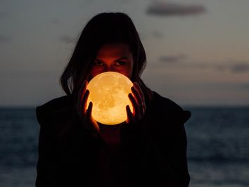 Revelador: la Luna se está achicando y tiembla
