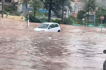 Temporal provoca inundação na cidade Franca em São Paulo