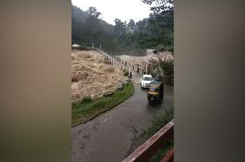 Unwetter sorgen für extreme Flutwelle in Indien!