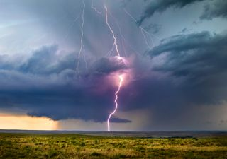 Thunderstorms breaking the hot weather - will you see one?