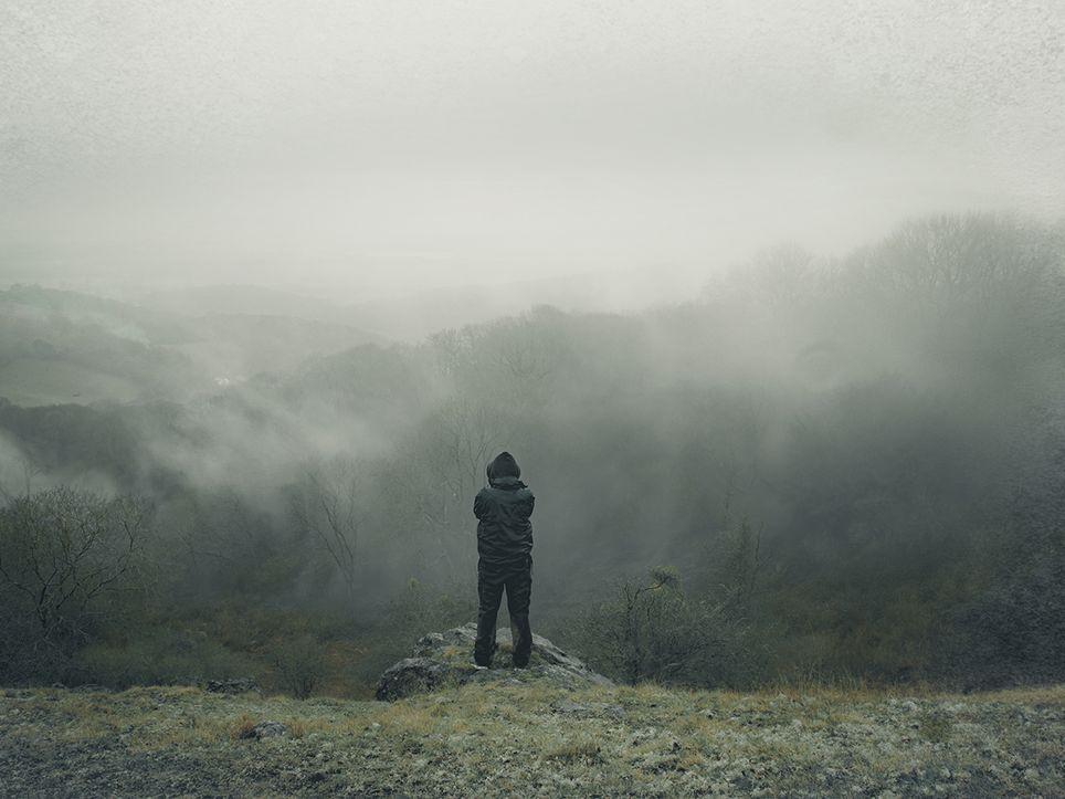 hombre en la niebla