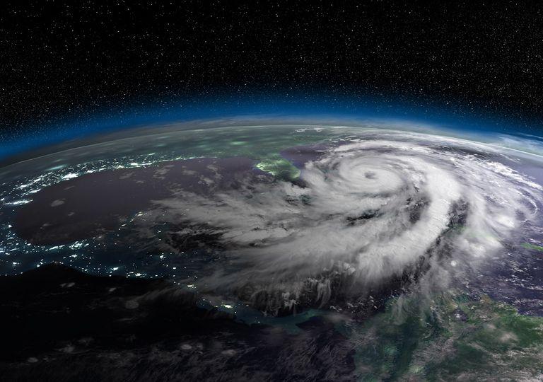 Huracán sobre el Océano Pacífico llegando a Estados Unidos