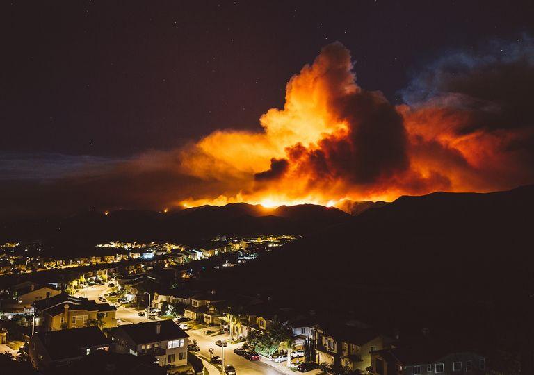 Incendio forestal en interfaz urbano rural