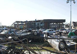 Tornado mortífero atinge o Tennessee, EUA