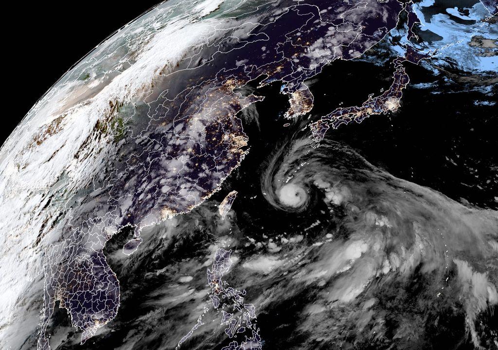 tufões Cempaka e In-fa