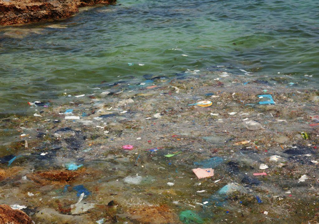 lixo no Mediterrâneo; turismo