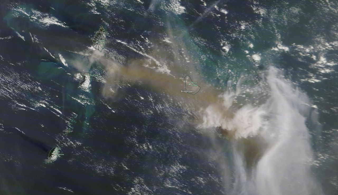 Últimas erupciones en el volcán La Soufrière: rayos en el volcán