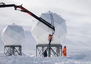 Un bosque de antenas en el Ártico conecta cientos de satélites