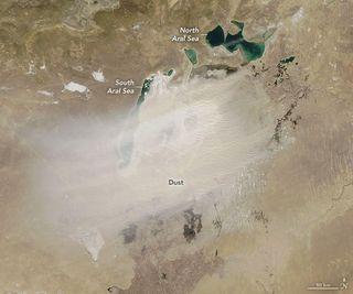 Un día polvoriento sobre el mar de Aral