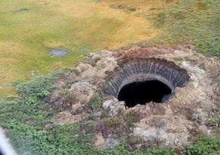 Un enorme agujero de 50 metros se abre en el suelo de Rusia