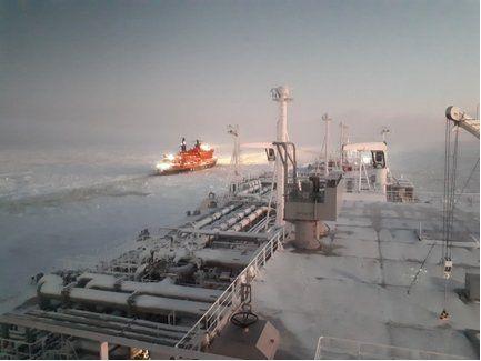 Un Petrolero: El Primero En Navegar Por El ártico Derretido En Invierno
