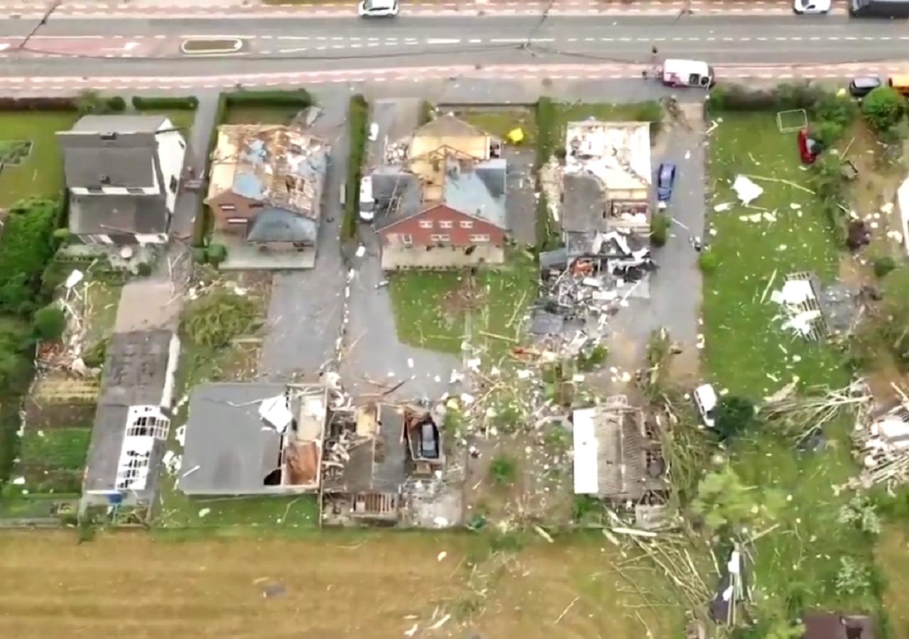 Un tornado devasta una città in Belgio: ecco i video