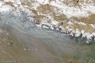 Una feroz temporada de incendios en Nepal