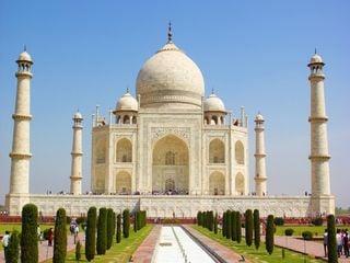 ¡Una montaña de basuras tan grande como el Taj Mahal!