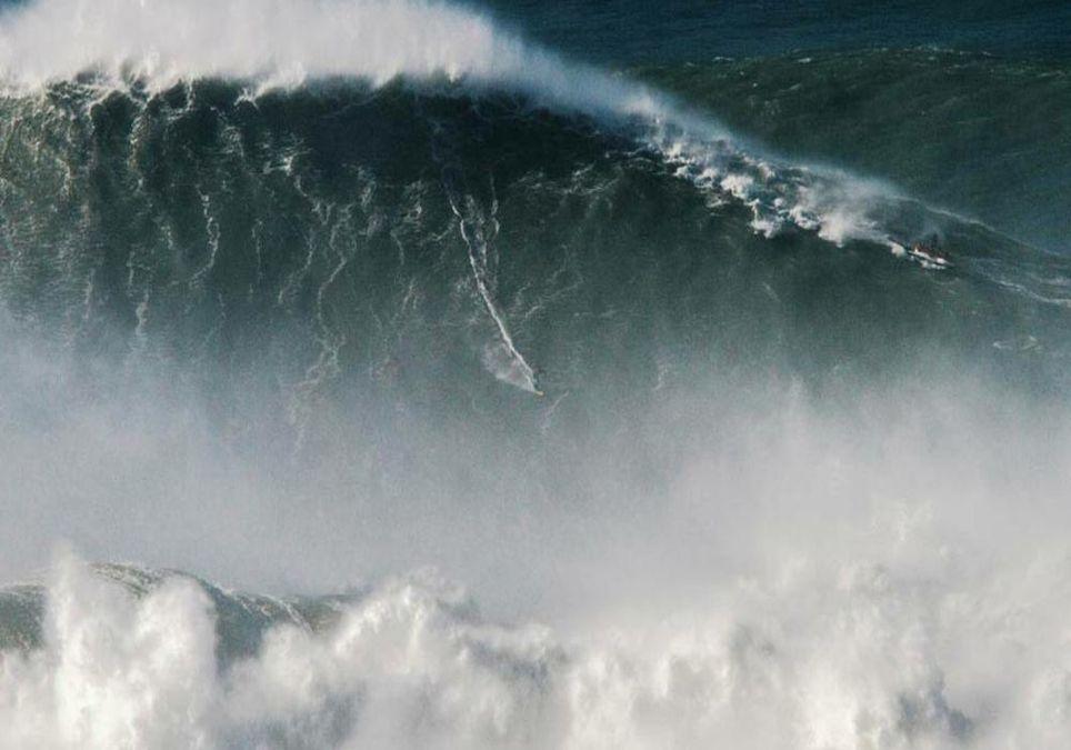 La ola con la que Rodrigo Koxa ha conseguido batir un récord Guinnes. Fuente: Guinnes World Records.