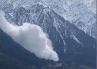Valanga sul Monte Bianco, i video