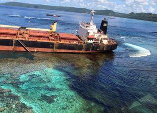 Vazamento de óleo danifica patrimônio da humanidade