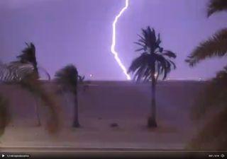 Videos de las supertormentas en Omán que generan caos y desesperación