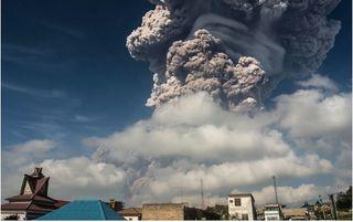 Violenta erupción de volcán Sinabung, Sumatra