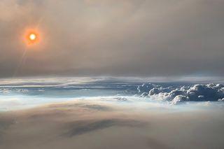 Volando a través de una nube de fuego