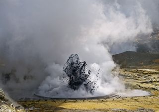 Volcán de lodo: emergencia por sorpresivas erupciones