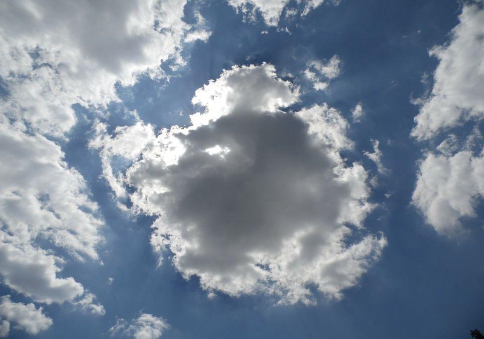 Zeitweise Gewitterwolken.