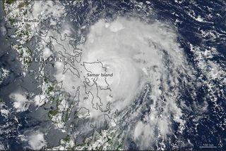 Vongfong toca tierra en Filipinas