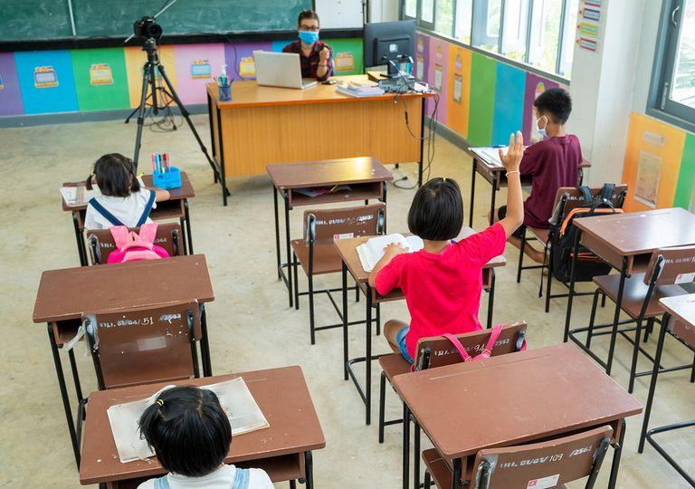 Niños en clase covid