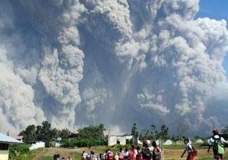 Éruption en Indonésie : des milliers de personnes obligées de fuir !