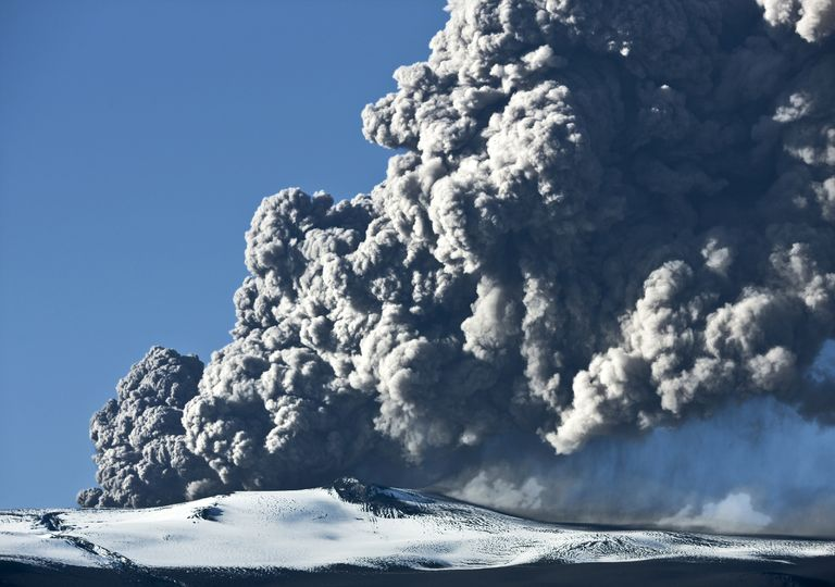 Erupção vulcânica.